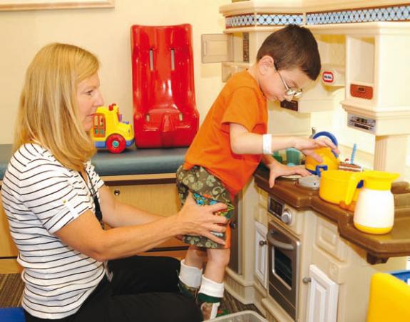 Description: vật lý trị liệu tại nhà cho bé bại não